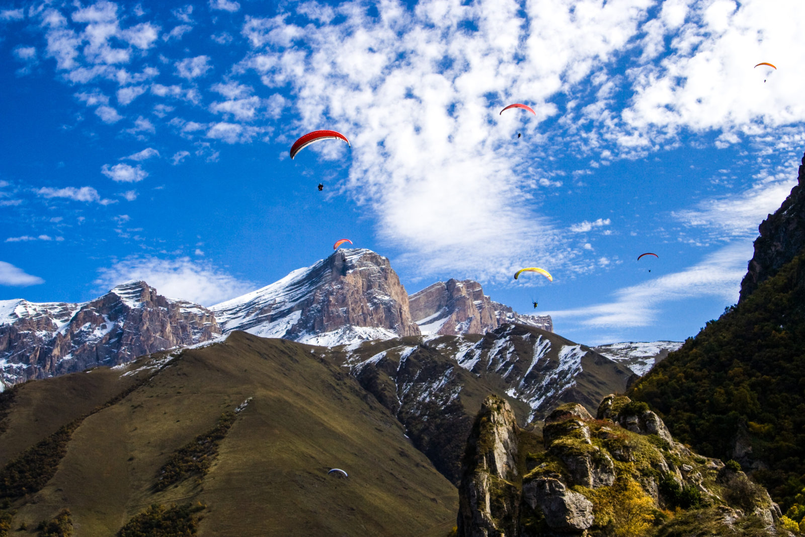 Paragliding in Elbrus Gorge | Russian Mountain Holidays